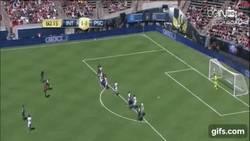Enlace a GIF: ¡Golazo de Kurzawa! de tiro libre ante el Inter