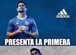 Enlace a Diego Costa presentando la equipación del Chelsea, ya sabemos lo que pasará