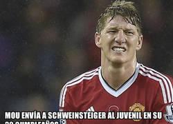 Enlace a El hermano de Schweinsteiger sale en su defensa tras la fea jugarreta de Mourinho