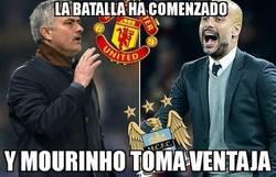 Enlace a Mourinho consigue su primer título con el United