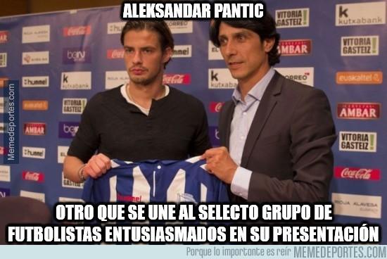 895943 - Aleksandar Pantic es todo alegría
