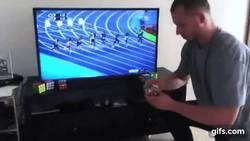 Enlace a El único hombre que fue más rápido que Usain Bolt en los 100 metros, pero con su cubo Rubik