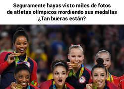 Enlace a El motivo por el cual los atletas muerden sus medallas