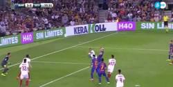 Enlace a GIF: Brutal el golazo de Messi de cabeza que sentencia ya el partido