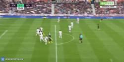 Enlace a GIF: El segundo gol de Agüero al Stoke City