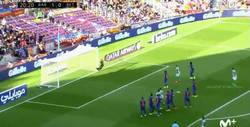 Enlace a GIF: Golaaaaazo de tiro libre de Rubén Castro que pone el empate en el Camp Nou