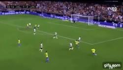 Enlace a GIF: ¡Golazo de cabeza de Kevin Prince Boateng al Valencia!
