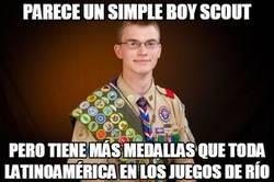 Enlace a Parece un simple boy scout...