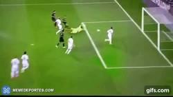 Enlace a GIF: Atentos al lindo gol del Gladbach ante el Young Boys en la previa de Champions League