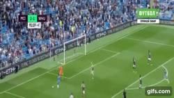 Enlace a GIF: Buen gol de Sterling para culminar el partido ante el West Ham