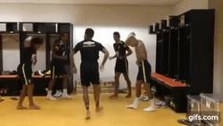 Enlace a GIF: Para los fanboys y haters, aquí Marcelo, Neymar y Dani Alves divirtiéndose juntos