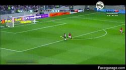 Enlace a GIF: Robinho falla un increíble gol a puerta vacía. El nuevo Pelé, decían