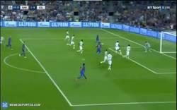 Enlace a GIF: Goooooool de Messi que adelanta al Barça nada más empezar el partido