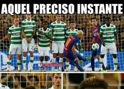 Enlace a Tu cara cuando Neymar va a tirar una falta al borde del área