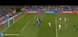 Enlace a GIF: Gol de Marhez que pone el segundo para el Leicester. ¡Y vaya golazo!