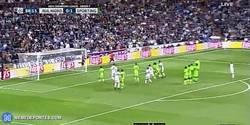 Enlace a GIF: Golaaaaaaaaaazo de Cristiano Ronaldo frente al Sporting Portugal