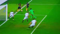 Enlace a GIF: Golazo de Perišić en la remontada del Inter a la Juventus, atención al pase de Icardi