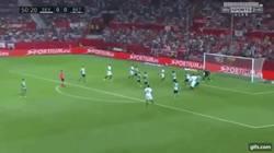 Enlace a GIF: El gol que sentenció al Betis. Centro de Nasri para que Mercado ponga el 1 en el marcador