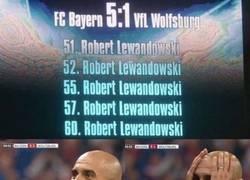 Enlace a Hace 1 año, Lewandowski entraba desde el banquillo y la liaba así