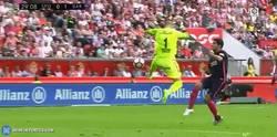 Enlace a GIF: Suárez pone el primero ante el Sporting