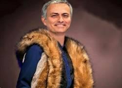 Enlace a El abrigo que se ha hecho Mourinho, 100% piel de FOX