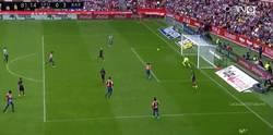 Enlace a GIF: Alcácer casi hace su primer gol con el Barça pero lo hace Neymar 0-3