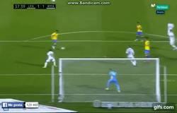 Enlace a GIF: Le dura poco la alegría al Real Madrid. El empate de Tana para Las Palmas