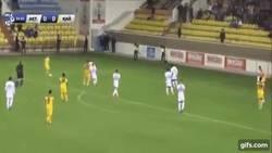 Enlace a GIF: Arshavin no pierde el toque, menudo golazo se marca con su equipo de Kazakhstan