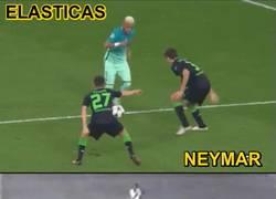 Enlace a GIF: A Rivelino se le han caído dos lagrimones al ver la elástica de Neymar