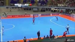 Enlace a GIF: Golazo con sombrero en Futsal