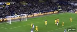 Enlace a GIF: Golazo de Lukaku de tiro libre ante el Palace