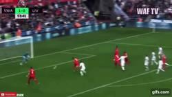 Enlace a GIF: El gol de Firmino que empata el encuentro ante el Swansea