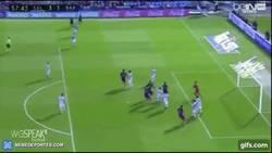 Enlace a Gif: Piqué descuenta para el Barça con este gol