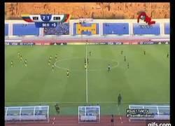 Enlace a GIF: En el Mundial Sub 17 Femenino, Venezuela ha ganado a Camerún con este golazo de medio campo