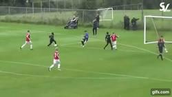 Enlace a GIF: Así juega Karamoko Dembele, el niño de 13 años que juega para la categoría sub20 del Celtic