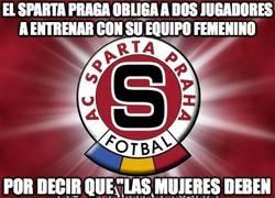 Enlace a El Sparta Praga obliga a dos jugadores a entrenar con su equipo femenino