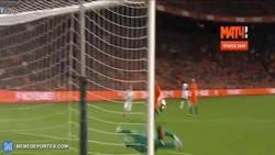 Enlace a GIF: El golazo de Pogba ante Holanda