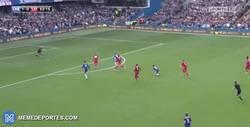 Enlace a GIF: Gol de Hazard que ponía el segundo en el marcador contra el Leicester
