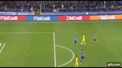 Enlace a GIF: El mejor gol de la jornada de ayer se lo lleva Miguel Layun ante Brujas