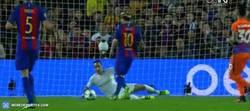 Enlace a GIF: ¡Y Messi pone el primero batiendo a Bravo!