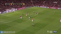 Enlace a GIF: Fiesta en Old Trafford, golazo de Lingard