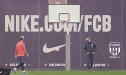 Enlace a GIF: Las locuras que hace Messi en el entrenamiento