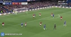 Enlace a GIF: Golaaaaaazo de Eden Hazard. Goleada en Stamford Bridge al United