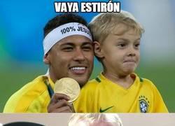 Enlace a El hijo de Neymar no deja de crecer