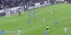 Enlace a GIF: Gooooool del Pipa Higuaín al Napoli