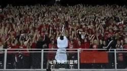 Enlace a GIF: El Moisés del fútbol ha llegado
