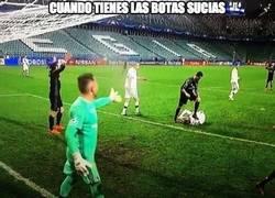 Enlace a Cristiano pisó a un rival del Legia en el último minuto del partido