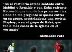 Enlace a Alexandre Pato tuvo que elegir entre una Playboy y la iglesia en el Milan