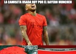 Enlace a Enorme lo del Bayern y su camiseta