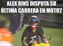 Enlace a Enormísimo gesto de Alex Rins en Moto2 ¡BRAVO!